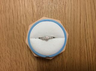 【銀座ダイヤモンドシライシの口コミ】 予算内で、①細めのリング、②少しカーブしているデザイン、③普段も使えるシ…