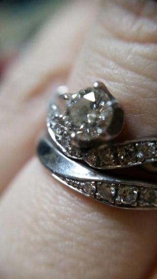 【日本ダイヤモンド貿易の口コミ】 まずは、接客に付いてくれた方が一番の決め手になったかと思います。 私達…