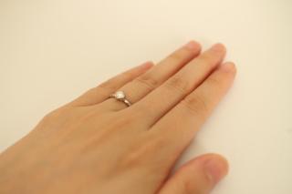 【俄(にわか)の口コミ】 定番のデザインのなかにモダンさを持ち合わせている。  また、指輪ごとに…