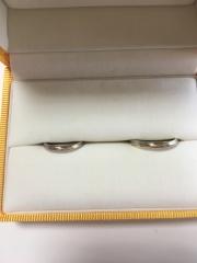 【ケイウノ ブライダル(K.UNO BRIDAL)の口コミ】 婚約指輪と結婚指輪を2連で付けるのが憧れだったので、婚約指輪を買ったお…