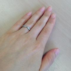 【ティファニー(Tiffany & Co.)の口コミ】 婚約指輪を同じハーモニーのものにしたので、重ね付けしたときにぴったりで…