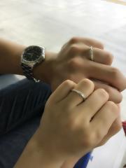 【銀座ダイヤモンドシライシの口コミ】 夫の方は、夫が自分で決めて割と即決でした。 私の方は悩みましたが、指が…