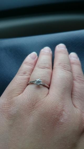 【銀座ダイヤモンドシライシの口コミ】 枠のデザインがおしゃれで一目惚れしました。 試着した感じもよく、即決で…