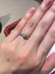 【カルティエ(Cartier)の口コミ】 メレダイヤまで美しい指輪でした。センターのダイヤモンドも0.3ct.位…