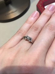 【カルティエ(Cartier)の口コミ】 バレリーナという名前がとても可愛らしい指輪。 中心のダイヤモンドを2人…