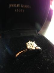 【JEWELRY  KAMATA(ジュエリーかまた)の口コミ】 リングのデザインがダイヤモンドに向かって細身になっており、指がすっきり…