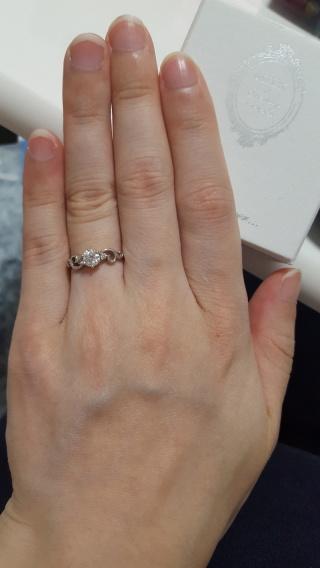 【MILK&Strawberry(ミルクアンドストロベリー)の口コミ】 プロポーズされてから婚約指輪を探しはじめました。 まずはネットでどんな…