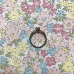 【Princess Bijou(プリンセス・ビジュー)の口コミ】 婚約指輪は主張しすぎない王道でシンプルなものを探していました。 選んだ…