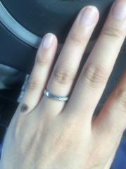 【Passage(パッサージュ)の口コミ】  まず、指が綺麗に見えるデザインを重視しました。主人は指輪を購入して…