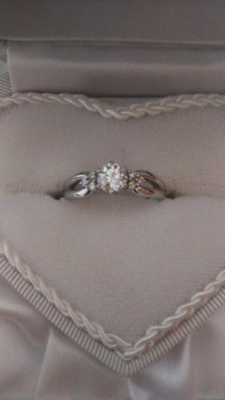【WATANABE / 宝石・貴金属 渡辺の口コミ】 ブランドのデザインだとダイヤが小さく割高で、予算があったのでデザインと…