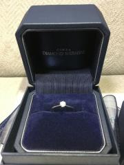 【銀座ダイヤモンドシライシの口コミ】 一粒石のシンプルかつ、王道のリングを探していて、ダイヤの大きさとリング…
