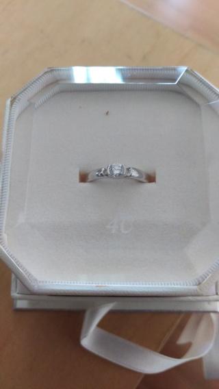 【4℃(ヨンドシー)の口コミ】 いかにも婚約指輪、というような形のものは日常使いしにくいので、シンプル…