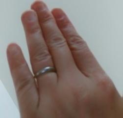 【4℃(ヨンドシー)の口コミ】 結婚指輪なのでちょっと凝ったデザインにしたかったのですが、飽きたりする…