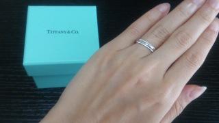 【ティファニー(Tiffany & Co.)の口コミ】 婚約指輪をこちらで購入したため、重ね付けのことを考えて婚約指輪も併せ…