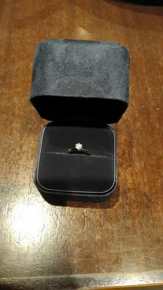 【ティファニー(Tiffany & Co.)の口コミ】 婚約指輪は、彼がプロポーズの時にサプライズで用意してくれたものでした。…
