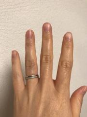 【スタージュエリー(STAR JEWELRY)の口コミ】 シンプルで1連の指輪をしている人が周りに多かったので、人と違う感じの指…