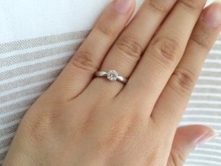 【ティファニー(Tiffany & Co.)の口コミ】 ダイヤモンドの部分が飛び出ていないので、お洋服などにひっかけにくそう…