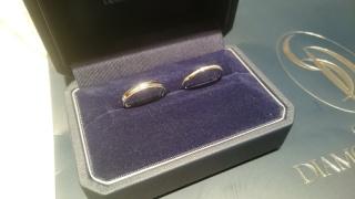 【銀座ダイヤモンドシライシの口コミ】 シンプルで自分たちに似合う指輪を見つけることができた。最初は全く同じ…
