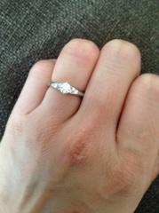 【cadeaux(カドゥー)の口コミ】 欲しかった結婚指輪に合うような婚約指輪を探していました。 メインダイヤ…