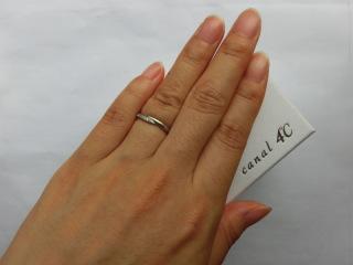 【canal4℃(カナルヨンドシー)の口コミ】 ウェーブ型のデザインを求めていて、一目ぼれで購入しました。ダイヤ無しの…