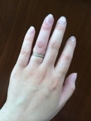 【Something Blue(サムシングブルー)の口コミ】 この指輪は内側にサファイアが埋め込まれていて、私の誕生石もサファイアな…