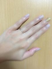 【4℃(ヨンドシー)の口コミ】 婚約指輪はデザイン性があるもので、合わせるのが難しかったですが、この…