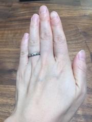 【ブルガリ(BVLGARI)の口コミ】 指輪のカーブがなんとも美しくタイプでした。一緒に見た一粒ダイヤが入った…