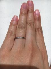 【VANillA(ヴァニラ)の口コミ】 シンプルで細いタイプの指輪を探していました。たくさんのお店を見て回り…