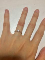 【銀座ダイヤモンドシライシの口コミ】 ダイアモンドに一目惚れして決めました! 何店舗か回った中で、一番ダイア…