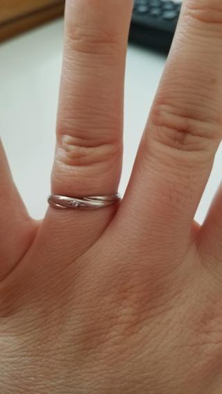 【nocur(ノクル)の口コミ】 シンプルだけどちょっとワンポイントになるS字のラインが気に入りこの指輪…