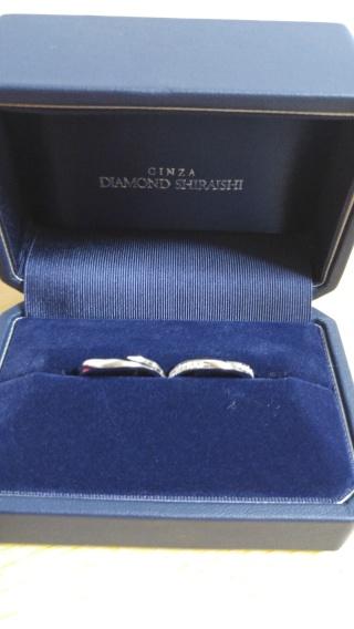 【銀座ダイヤモンドシライシの口コミ】 デザインがシンプルで素敵だった。彼も私も一目惚れでその日に買うのを決…