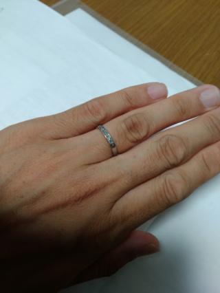 【agete(アガット)の口コミ】 嫁さんが一目見てこれって決めました。僕的にも非常にシンプルなリングだっ…