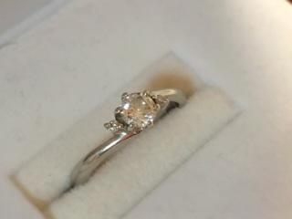 【ジュエリーツツミ(JEWELRY TSUTSUMI)の口コミ】 シンプルなデザインで、飽きがこないのが最大の魅力です。結婚指輪と重ねづ…