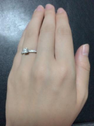 【エクセルコダイヤモンド(EXELCO DIAMOND)の口コミ】 ソリティアのデザインで、リングにもダイヤモンドを付いているものを色々…