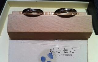 【俄(にわか)の口コミ】  シンプルですが、他のブランドの指輪にはない個性に惹かれました。 幅も…
