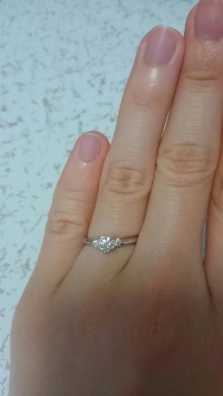 【銀座ダイヤモンドシライシの口コミ】 一般的な立て爪のデザインはつまらないと思っていたが、この指輪はダイヤ…