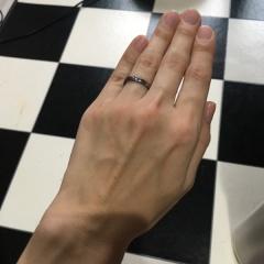 【SORA(ソラ)の口コミ】 ネットでたまたまみたこちらの指輪に一目惚れ。カラー発色できる結婚指輪…