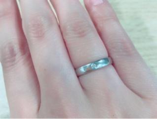 【俄(にわか)の口コミ】 気分で付けかえるファッションリングと異なり、結婚指輪は基本的には常に身…