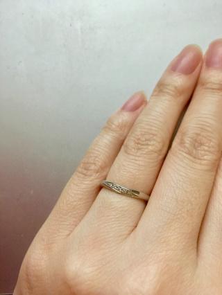 【銀座ダイヤモンドシライシの口コミ】 シンプルだけど存在感があり、結婚指輪でもダイヤモンドがしっかりついて…