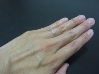 【TAKE-UP(テイクアップ)の口コミ】 リングがマッドタイプで長く使っても劣化が目立たないことと、ダイヤが3つ…