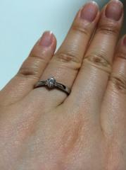 【4℃(ヨンドシー)の口コミ】 シンプルなデザインに落ち着きました。 結婚指輪はハーフエタニティで華や…