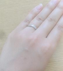 【俄(にわか)の口コミ】 リングで捻りが入っているデザインのものを探していました。このリングは理…