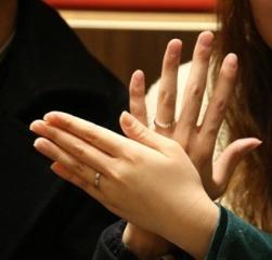 【アトリエミラネーゼの口コミ】 二人だけの特別なリングを作ってくれてうれしいです。リングにさりげなくイ…