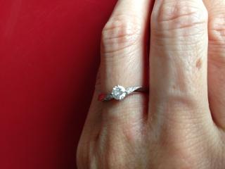 【ヴァンドーム青山(Vendome Aoyama)の口コミ】 ダイヤを支えている部分が細かいのがこの指輪以外にはなかったので、とても…