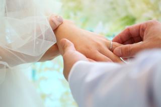 【アイプリモ(I-PRIMO)の口コミ】 結婚指輪、婚約指輪とも二人で見に行きました。 結婚指輪はシンプルであま…