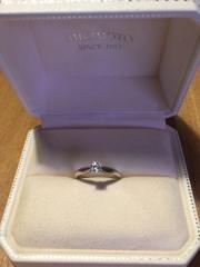 【MIKIMOTO(ミキモト)の口コミ】 太い指がコンプレックスだったのですがこちらの婚約指輪はリング部分に入…