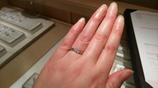 【アイプリモ(I-PRIMO)の口コミ】 彼に選んでもらった指輪です。自分では選ばないようなデザインだったのでび…