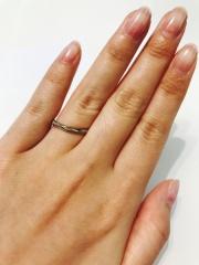 【Cafe Ring(カフェリング)の口コミ】 キラキラ感があって、でも派手じゃなく、指が綺麗に見える結婚指輪を探して…