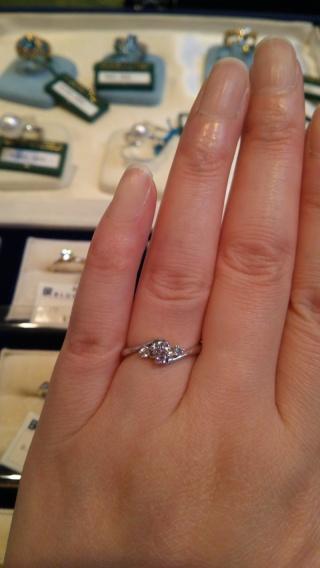 【ブルーリバー(BLUERIVER)の口コミ】 婚約指輪にあまり高い費用をかけられないため、石の大きさにはこだわらず小…