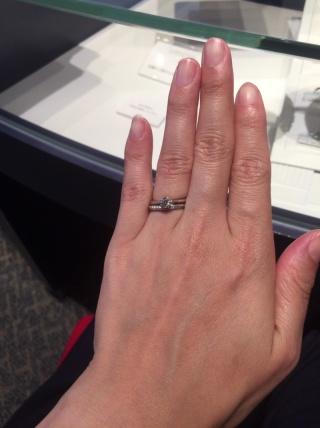 【銀座ダイヤモンドシライシの口コミ】 婚約指輪をこちらのお店で購入しましたが、 結婚指輪もセットリングとして…